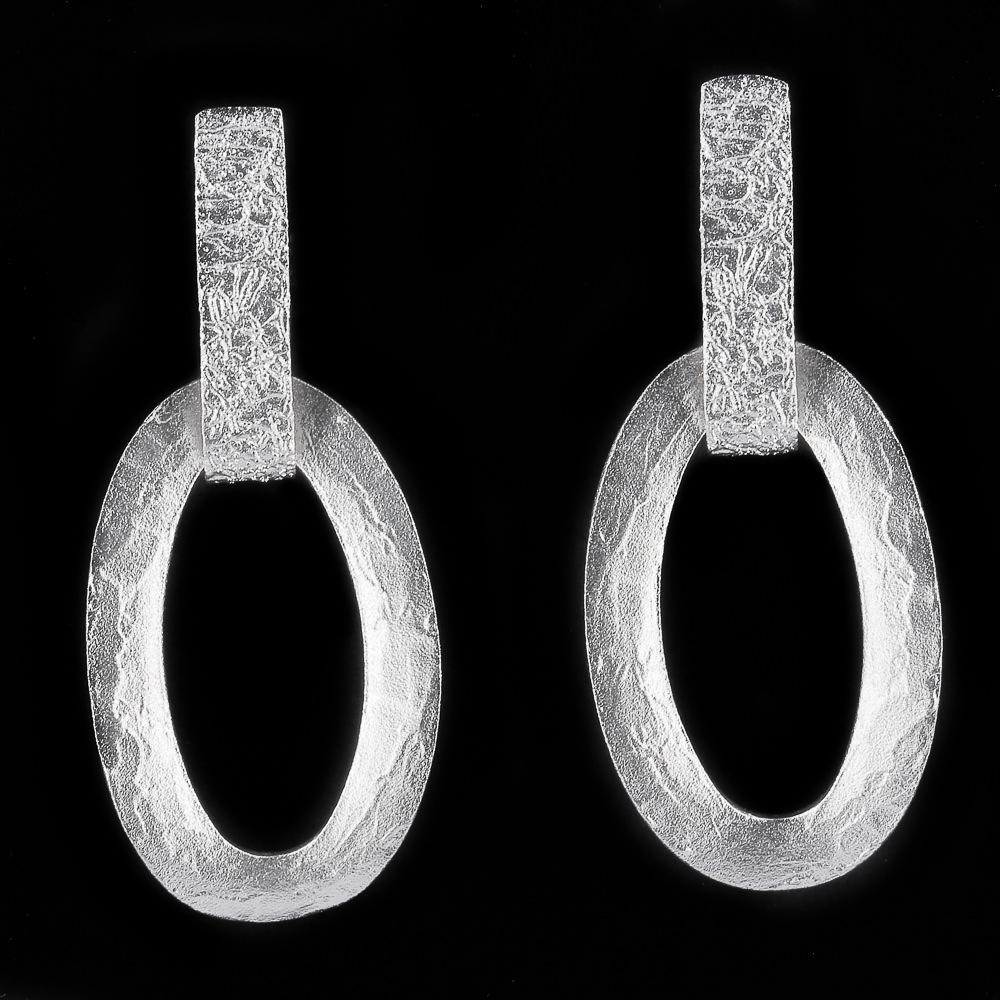Mat zilveren schakeloorbellen