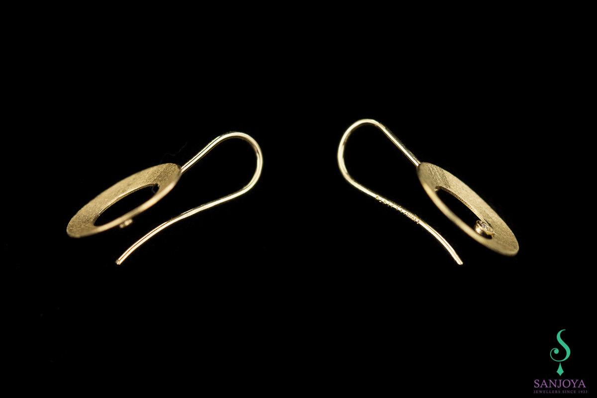 Gouden oorbellen open cirkel met diamantje, 18Kt