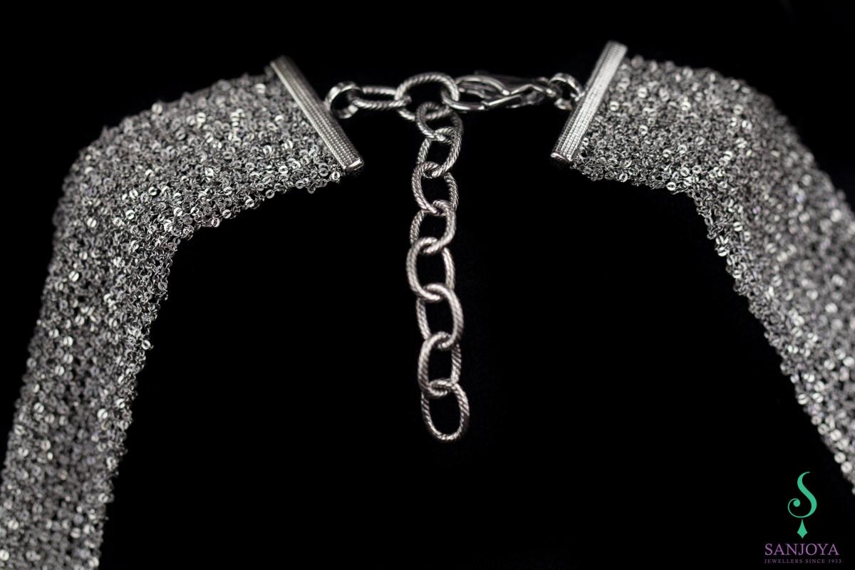 Donkergrijze ketting van verweven zilver