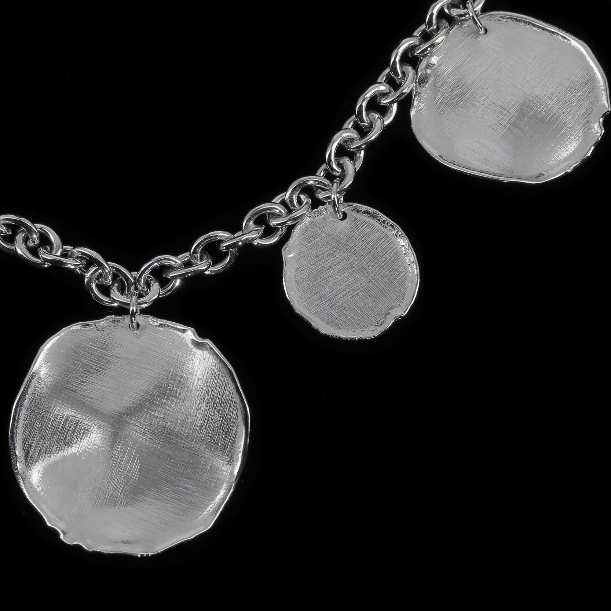 Zilveren schakelketting met ronde hangers