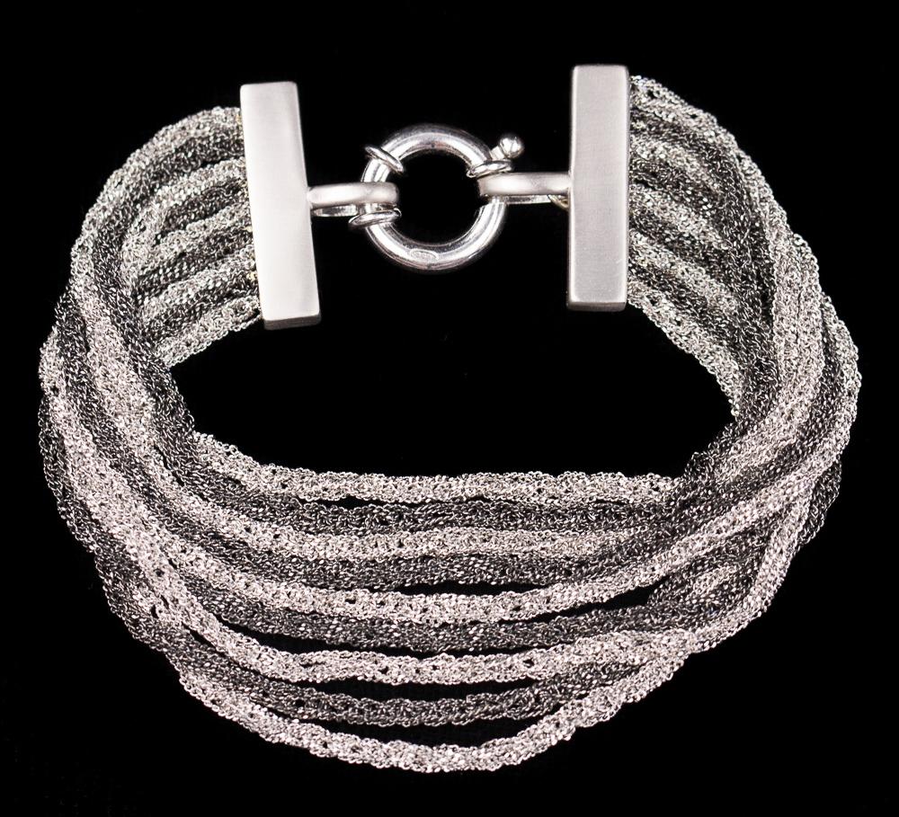 Zilver- en grijskleurige meerdradige zilveren armband