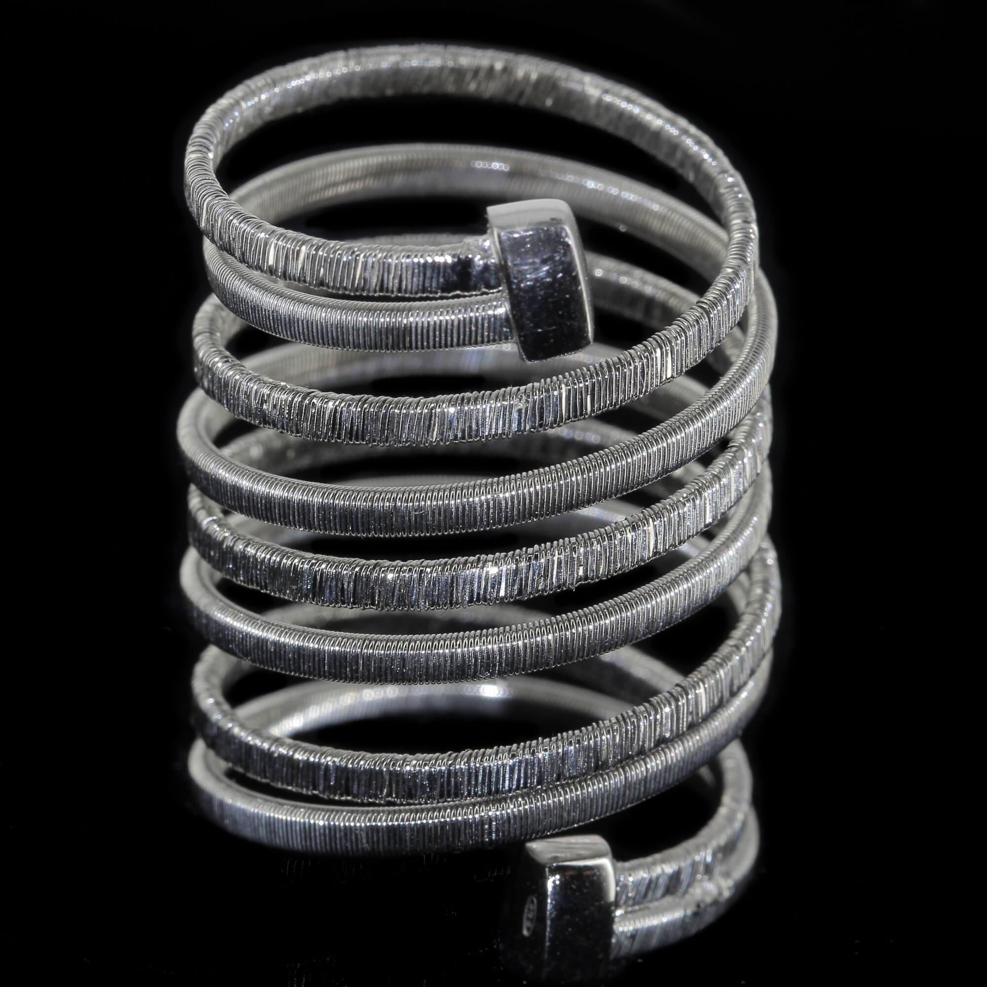 Zilveren en brede meerdradige ring