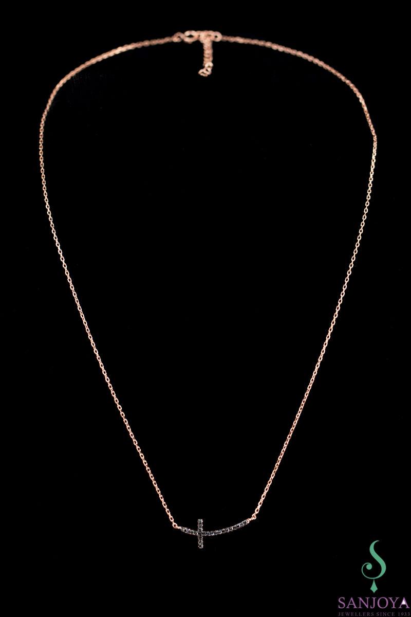 Rosé ketting met een kruisje van zwarte zirkonia steentjes