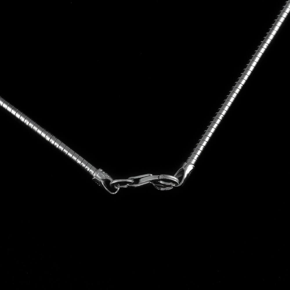 Kleine zilveren en golvende bladhanger/ gediamanteerd