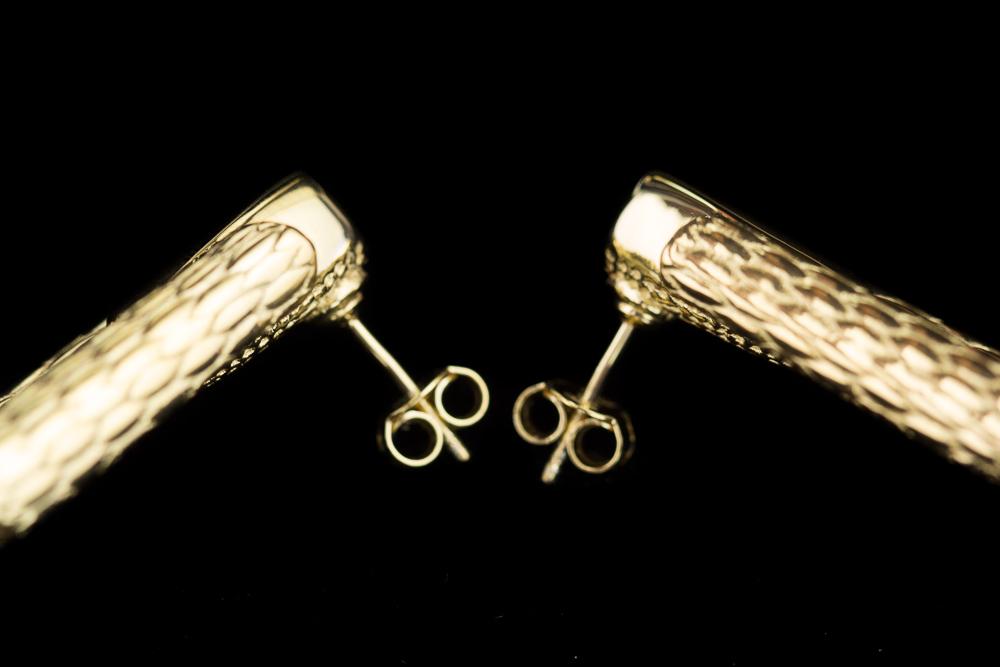 Rechthoekige en bewerkte vergulde oorbellen