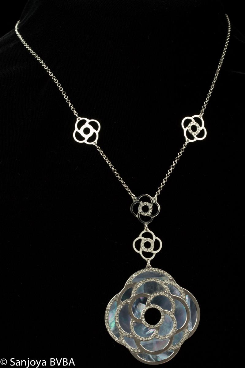 Italiaanse fraai zilveren collier met bloemen bewerkt