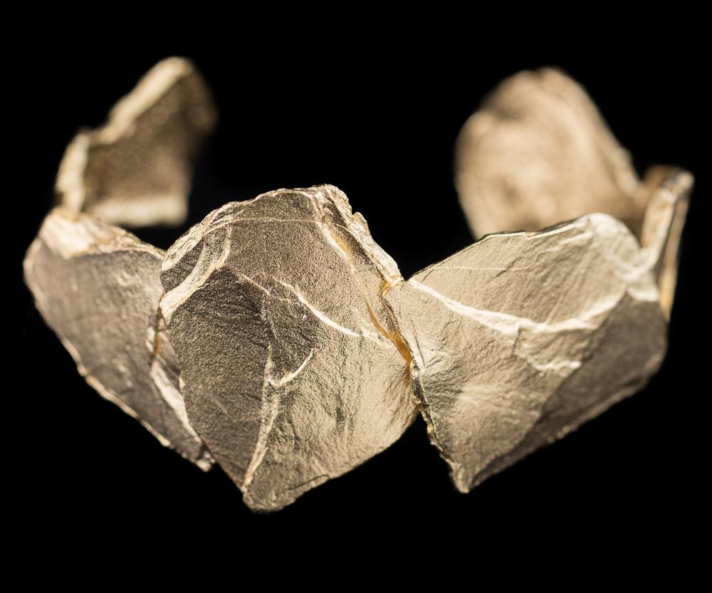 Steenvormige slavenarmband van verguld zilver